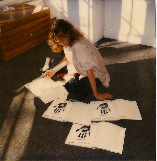 Annie Leibovitz Signing Autographs at Govinda Gallery