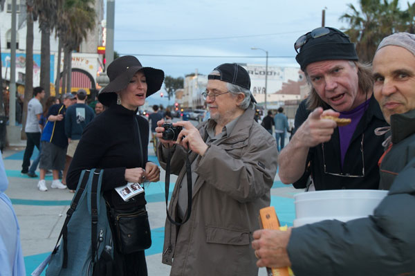 Alfred Wertheimer with Carlotta Hester and Chris Murray on Venice Beach