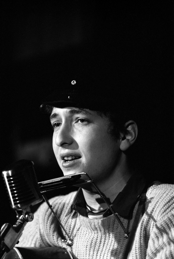 Bob Dylan performs at Gerde's Folk City, 1961. © Ted Russell.