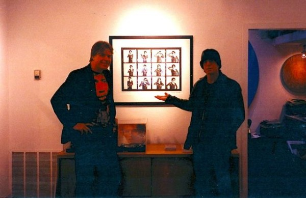 Lou Reed with gallery director Chris Murray enjoying Mick Rock's contact sheet images of Reed. © Govinda Gallery Archive.