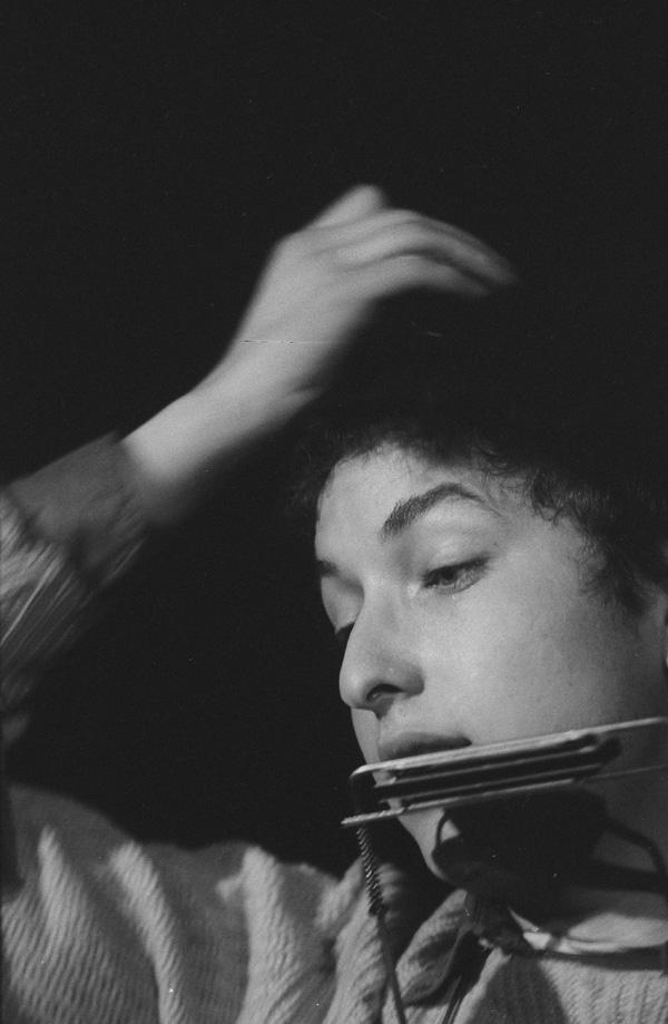 Bob Dylan adjusting his cap